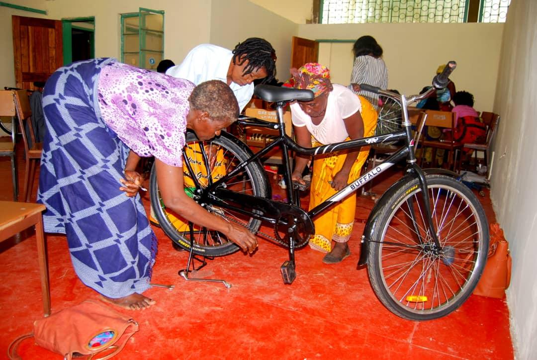 naleli women met buffaloo bike leren